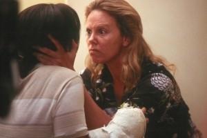 Charlize Theron e Christina Ricci in una scena di Monster, del 2003