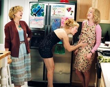 Felicity Huffman, Kate Hudson e Joan Cusack in una scena di Quando meno te lo aspetti