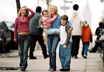 Hayden Panettiere, Abigail Breslin, Kate Hudson e Spencer Breslin in una scena di Quando meno te lo aspetti