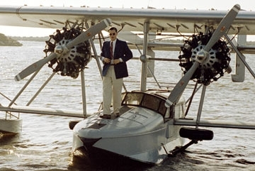 Leonardo DiCaprio in una scena del film The Aviator