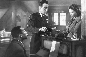 Dooley Wilson, Humphrey Bogart e Ingrid Bergman in una scena di Casablanca