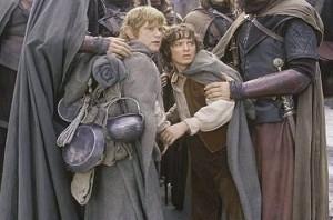 Elijah Wood accanto a Sean Astin in una scena di Il signore degli anelli - Le due torri