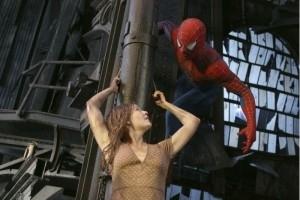 Kirsten Dunst in una scena d'azione di Spider-Man 2