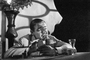 Peter Lorre in una scena di Casablanca