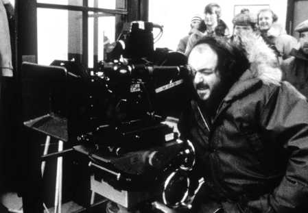 Il regista Stanley Kubrick sul set di Shining