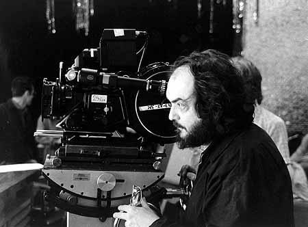 Il regista Stanley Kubrick sul set di Shining (1980)