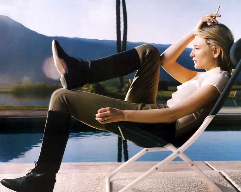 Cate Blanchett a bordo piscina