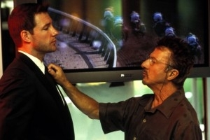 Edward Burns e Dustin Hoffman in una scena di Confidence