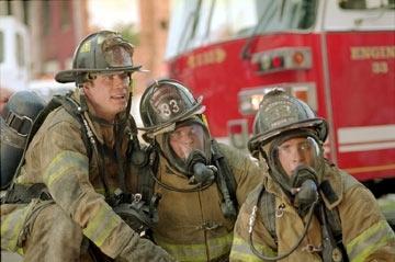 John Travolta, Kevin Chapman e Joaquin Phoenix in una scena di Squadra 49