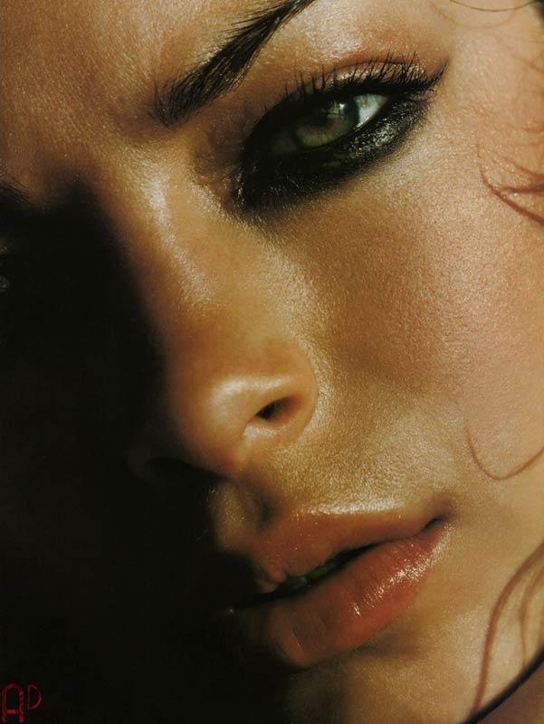 Kristin Kreuk in un photoshot per il magazine Arena