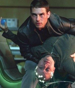 Tom Cruise e Samantha Morton in una scena di Minority Report