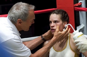 Clint Eastwood con Hilary Swank in una scena di Million Dollar Baby