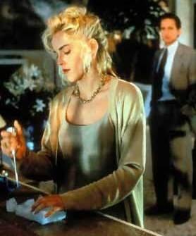 Sharon Stone in una scena di Basic Instinct