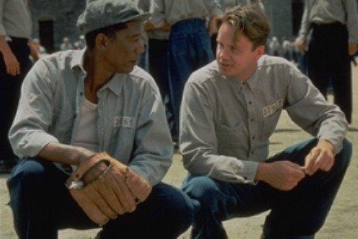 Morgan Freeman con Tim Robbins in una scena di Le ali della libertà