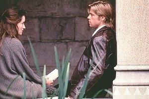 Natascha McElhone e Brad Pitt in una scena di L'Ombra del diavolo