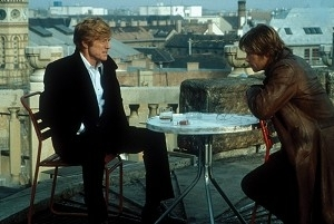 Robert Redford e Brad Pitt in una scena di Spy Game