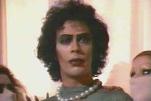 Tim Curry in una scena di The Rocky Horror Picture Show