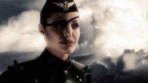 Angelina Jolie in una scena di Sky Captain and the World of Tomorrow