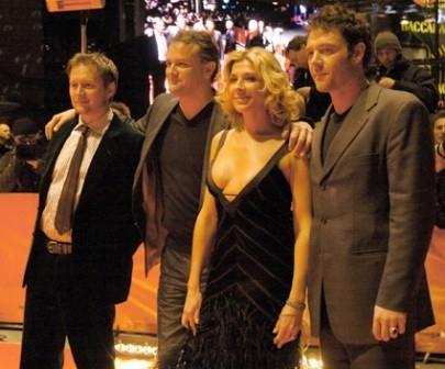 Tappeto rosso alla Berlinale per il regista di Aylum David MacKenzie e gli attori Hugh Bonneville, Natasha Richardson e Marton Csokas.