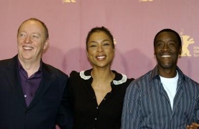 Terry George, Sophie Okonedo e Don Cheadle presentano Hotel Rwanda al pubblico della Berlinale