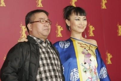 Berlinale 2005: il regista Fruit Chan con Bai Ling presenta il suo film Dumplings