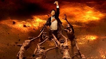 Keanu Reeves in una scena del film Constantine