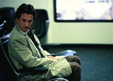 Sean Penn in una scena di The Assassination