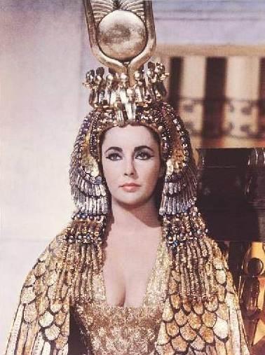 Liz Taylor in una scena di Cleopatra