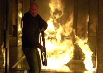 Bruce Willis in una scena di Hostage