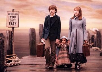 Emily Browning e Liam Aiken in una scena di Lemony Snicket - Una serie di sfortunati eventi