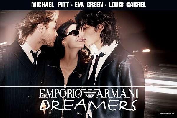 Louis Garrel, Michael Pitt ed Eva Green in una foto per la campagna di Armani ispirata a 'The Dreamers