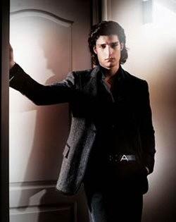 Louis Garrel in una foto per la campagna di Armani ispirata a 'The Dreamers