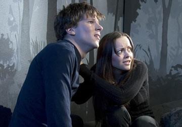 Jesse Eisenberg e Christina Ricci in una scena di Cursed