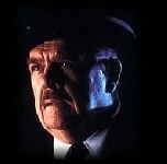 Pat Hingle è il commissario Gordon