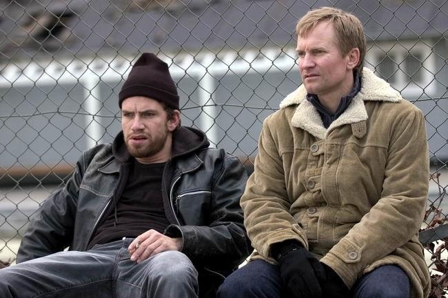 Ulrich Thomsen e Nikolaj Lie Kaas in una scena di Non desiderare la donna d'altri