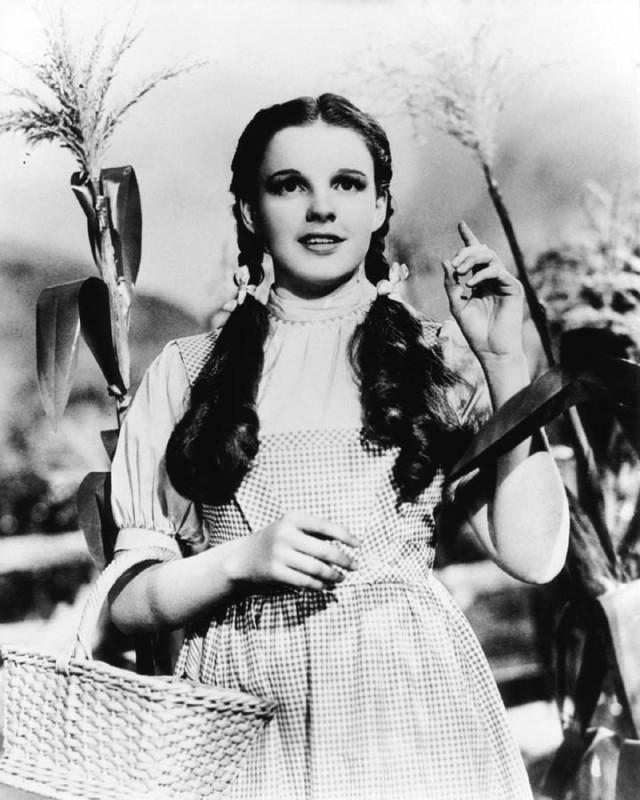 Judy Garland in una foto promozionale per Il mago di Oz
