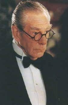 Michael Gough è nuovamente Alfred