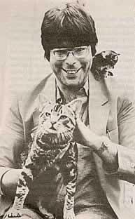 Stephen King con un gatto