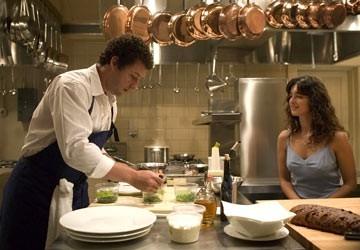 Adam Sandler e Paz Vega in una scena di Spanglish