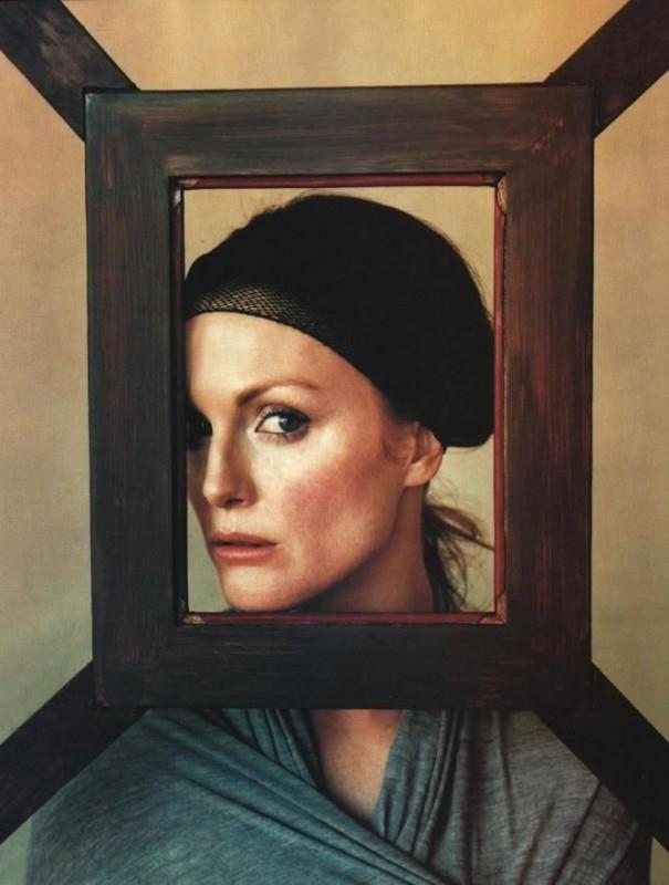 un elegante ritratto di Julianne Moore