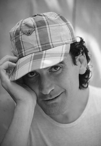 Massimo Troisi in una foto di Walter Leonardi