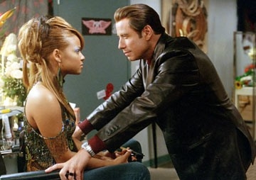 John Travolta e Christina Milian in una scena di Be Cool
