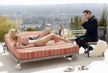 Una sexy Uma Thurman e John Travolta in una scena di Be Cool