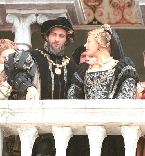 Manlio Dovì e Sabrina Colle in una scena di E ridendo l'uccise