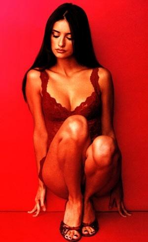 seduzione in rosso per Penelope Cruz