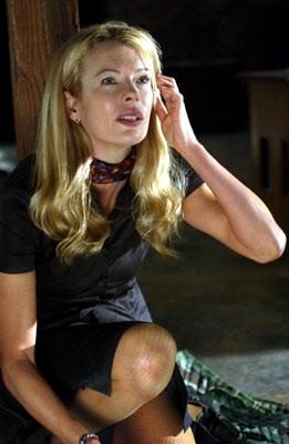 Kim Basinger in una scena di Cellular