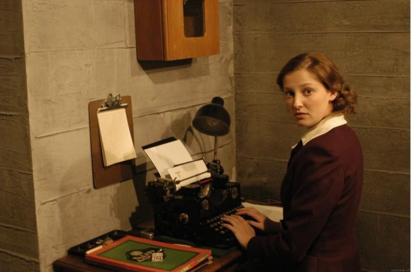 Alexandra Maria Lara in una scena de La caduta