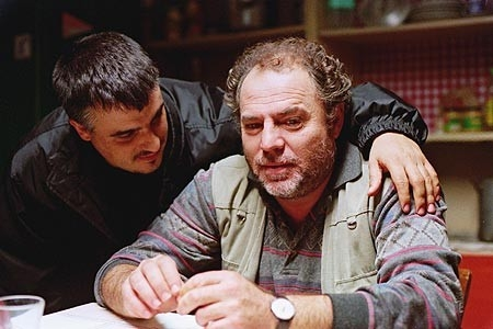 Xhevdet Feri in una scena di Saimir