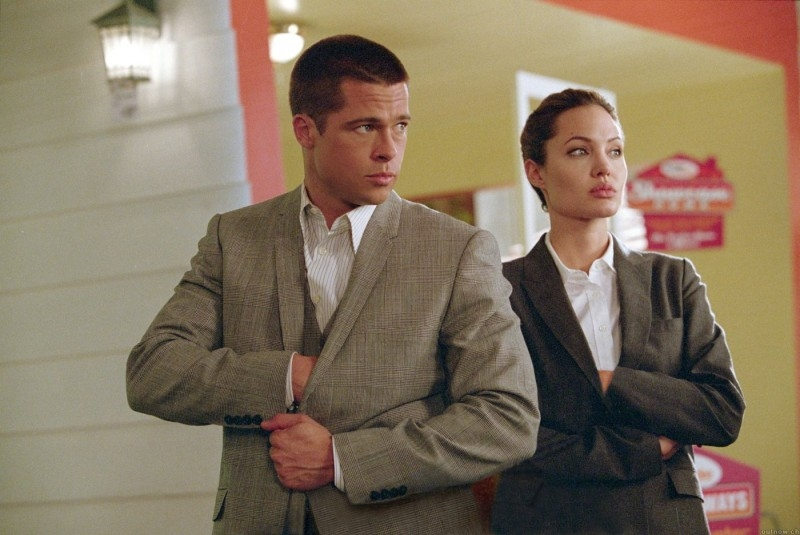 Brad Pitt e Angelina Jolie in una sequenza di Mr. and Mrs. Smith