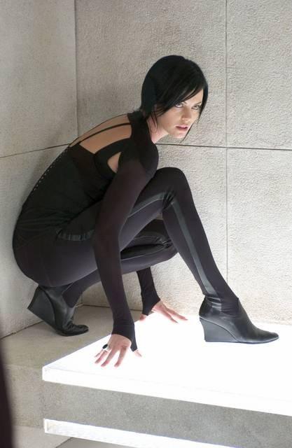 Charlize Theron in una scena di Aeon Flux